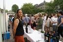 Die ersten Gäste stürmen Los auf den Pinot noir